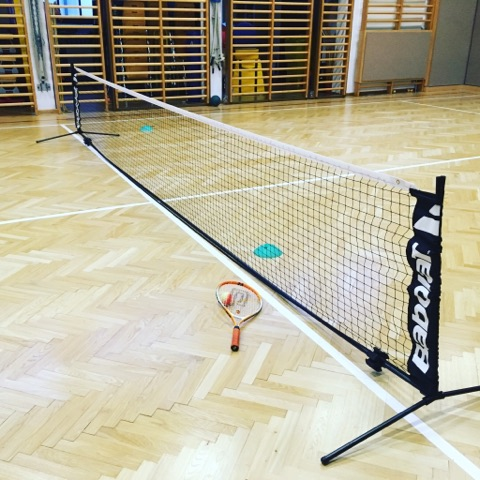 Kindertennis im Winter - Turnhalle Weikendorf